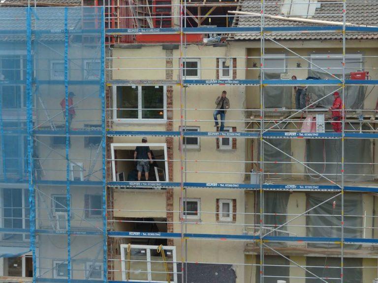 הוספת מרפסות לבניין
